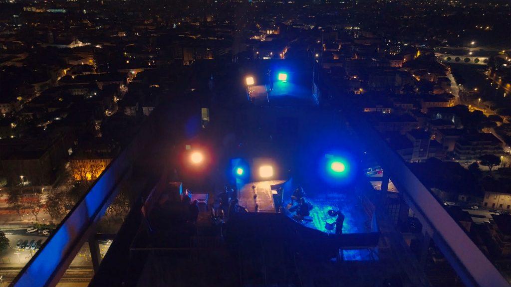 la-band-di-federico-mecozzi-sopra-il-grattacielo